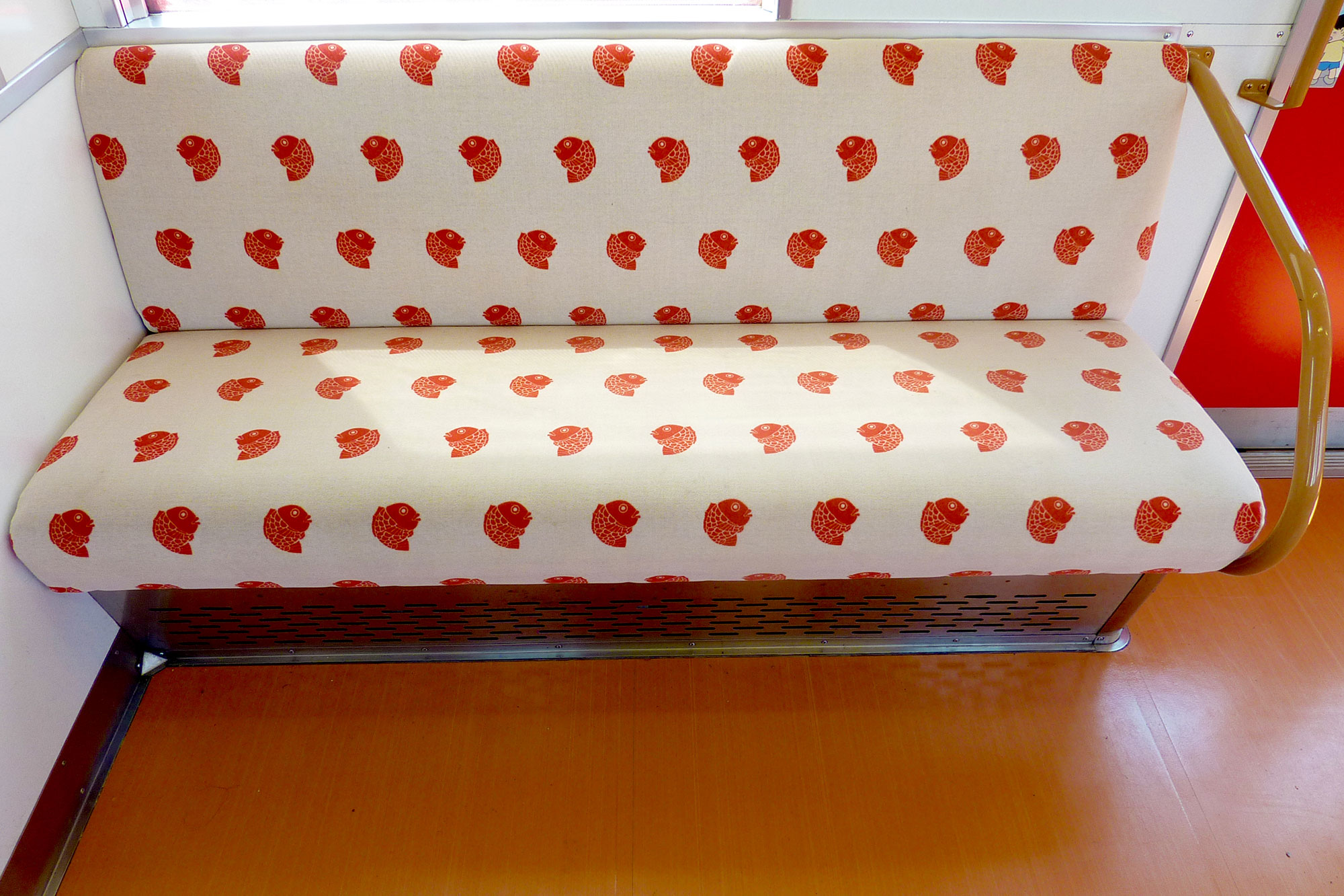The pattern of the seat is the sea breamの写真